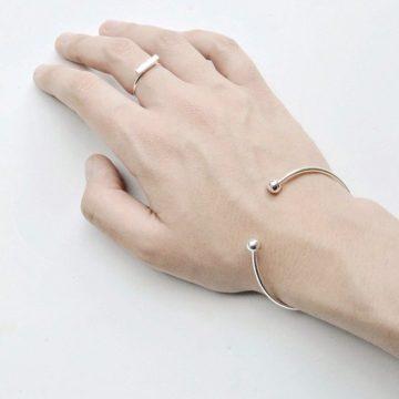 Armreif silber minimalistisch sphere-Madeleine Issing 2