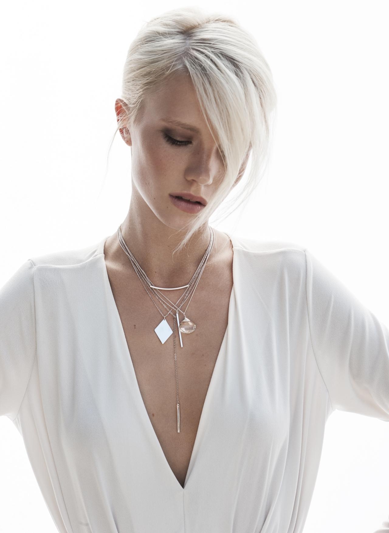 Layering Look mit filigranen Halsketten 3
