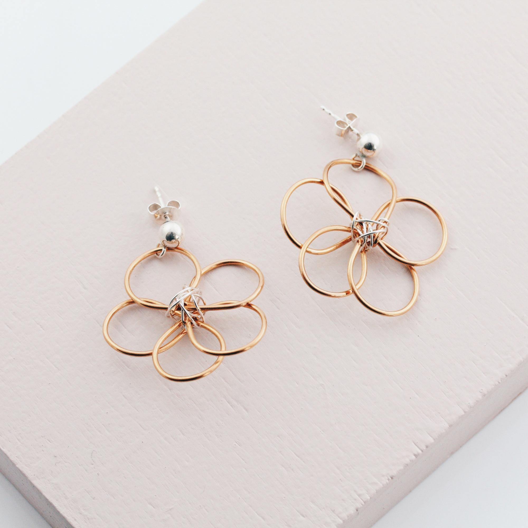 Blumen Ohrringe im modernen Design Madeleine Issing